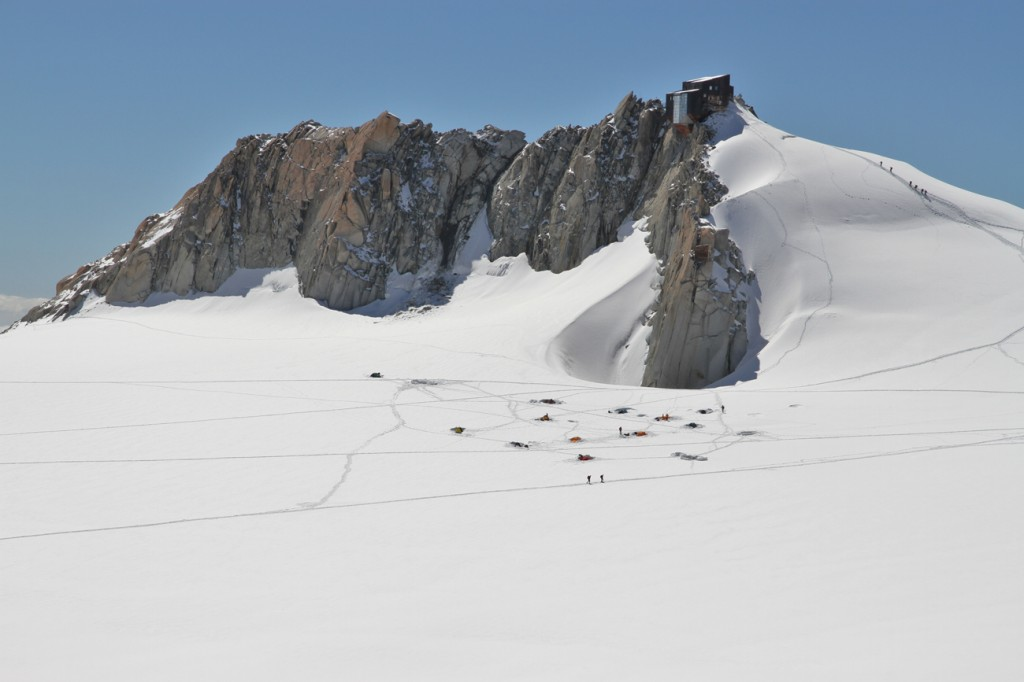 Refuge des cosmiques. Ascension du Mont-Blanc