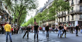 Roller_Skate_Race_In_The_Boulevard_Saint-Germain,_Paris_April_2014