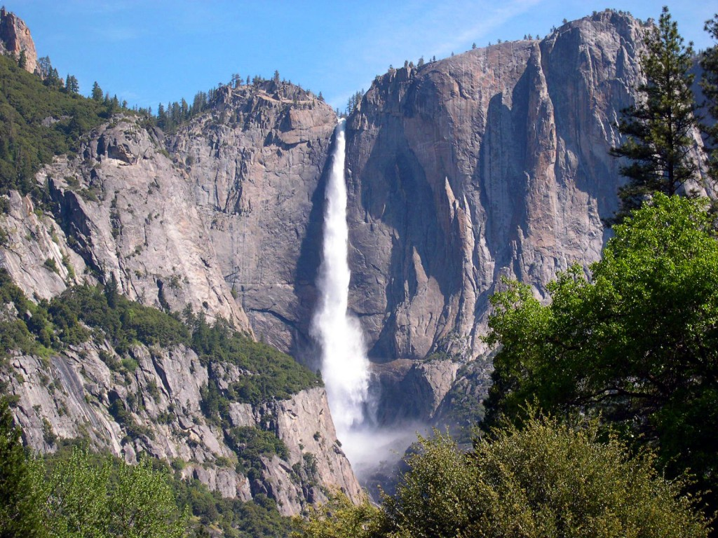 yosemite_national_park_mountains_waterfall-cc-wikimedia